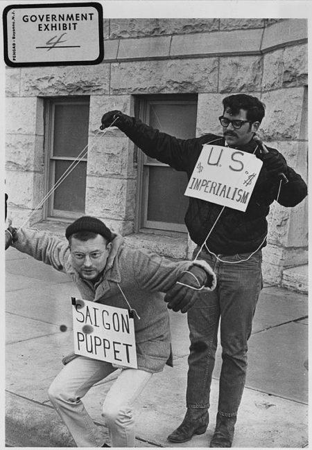 532px-Vietnam_War_protesters._1967._Wichita,_Kans_-_NARA_-_283627